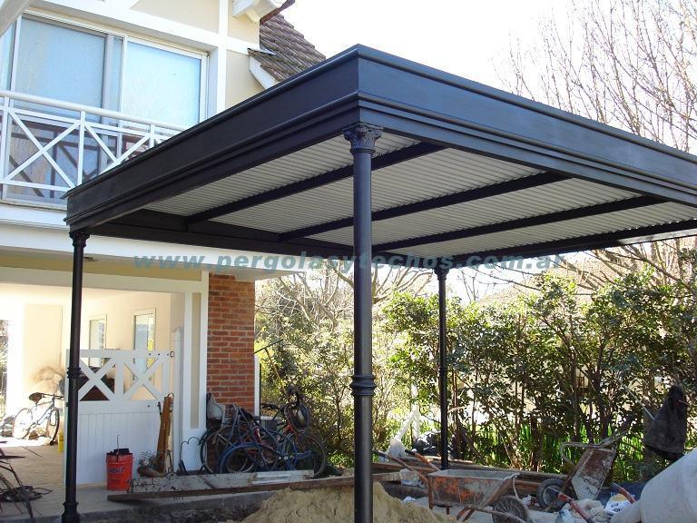 Pergolas de metal pergolas en hierro for Garajes con techos policarbonato